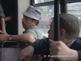 Nyilvános sexon a busz