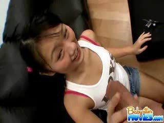Nadržané drobné opatrovateľka evelyn shows preč ju zadok a fingers hlboké