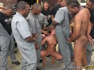 Amirah adara fucks an entire crew av svart guys