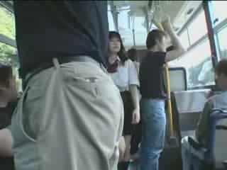 Japansk skolejente og maniac i buss video