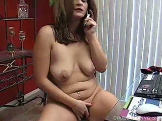 Apaļas vāvere pleasuring apkārt viņai vāvere