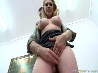 ร้อน สาว ด้วย ใหญ่ zeppelins และ ดี pussys