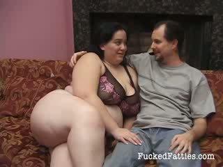 Uimitor gras fata cu uriaș tate getting penetrated de two mare cocks
