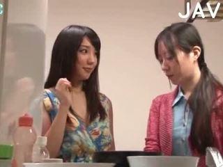 bruneta, japonec, výstřik