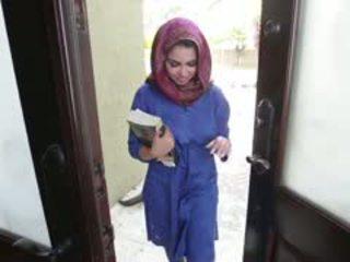 Rallig brünette arab teen ada gets filled
