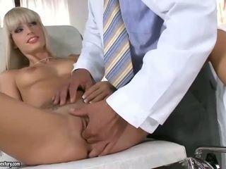 Cantik si rambut perang seks / persetubuhan dengan beliau doktor