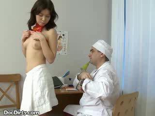 Rjavolaska lets ji doktor spread ji puss