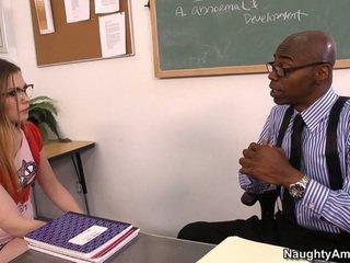 Discussing jej grades