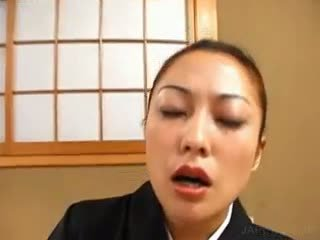 Azijke geisha masturbates poraščeni kurba s vibrator