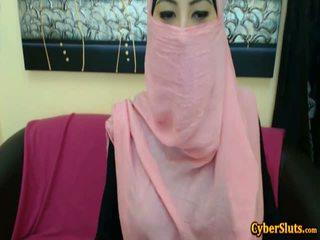 Reāls kautrīga arab meitenes kails tikai par cybersluts