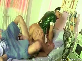 Видео на медицинска сестра has секс с dude