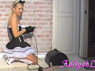 Aaliyah αγάπη hawt υπηρέτρια τσιμπουκώνοντας ένα featthis guy duster
