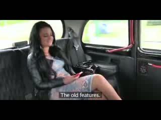 Szeretet beleélvezés megcsalás brit bögyös szajha gets egy punci teljesen a elélvezés -ban taxi