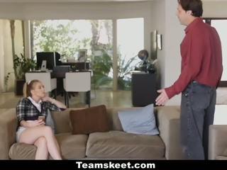 Dreckig babysitter feucht und bereit für boss