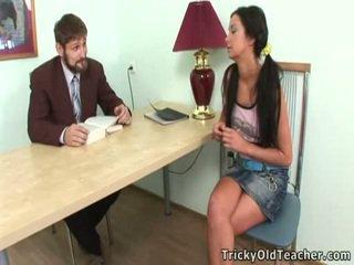 Immoral teacthis chabr seduces beliau cantik trainee