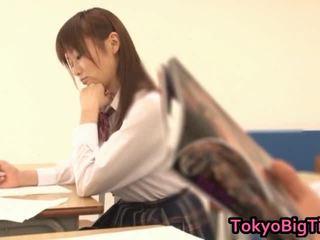 An nanairo 亚洲人 模型 是 可爱 和 大