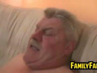 Nastolatka fucked przez jej tłusta ojciec w prawo