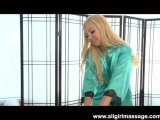 Aaliyah láska lezbické masáž