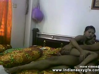 Desi sister 哥 的阴户 指法 和 口交 前 他妈的 在 自制 性别 视频