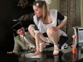 調皮 褐髮女郎 清潔的 女孩 在 delicious raw 的陰戶 pounding