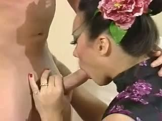 Asia carrera - fucked na gauč fajčenie výstrek