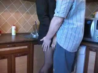 Heiß mutter gefickt im küche nach sie husbands funeral video