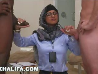 Arab mia khalifa compares 大 黑色 公雞 到 白 陰莖