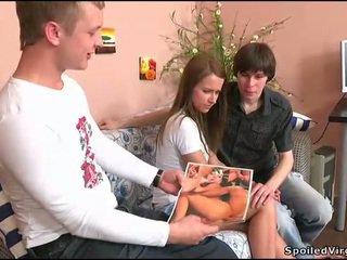 Dospívající gets ji píča checked