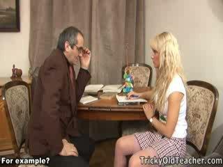 Söt blondie körd brutally av henne perverted läraren.