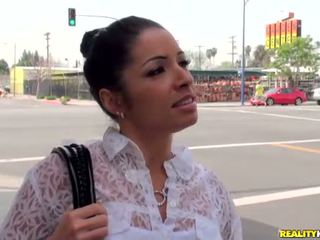 Latina chick met mooi glimlach monica santhiago