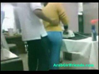 Guy fucks bucľaté egyptské priateľka na amatérske sledovanie semeno