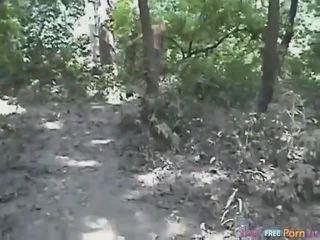 Tania has a поза раком quickie в the ліс