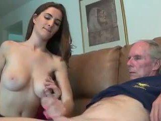 Belle salope branle son oncle