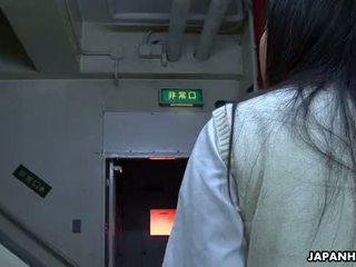 Asiatique école fille suçage dur sur la gros dong