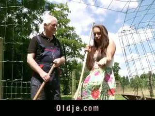 Viril eski farmer fucks peasant tugjob ile fiyaka arasında diva