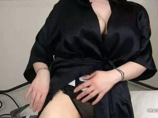 Mère trouvé dehors sons porno histoire