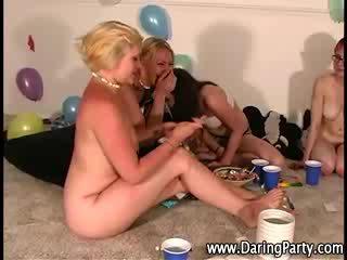 Toate fata real petrecere gets al naibii
