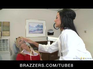 Chaud dr. benson, une nympho dentist, fucks son assistant son fianc