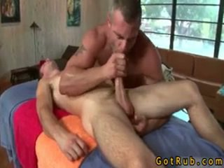 Oiled lên tuyệt vời hunk acquires massage