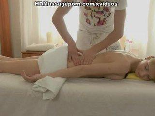 חם משומן גוף massaged ו - מזוין