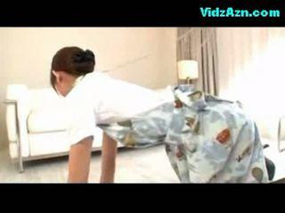 Stewardeza getting ei pasarica inpulit sperma pentru ciorapi pe the
