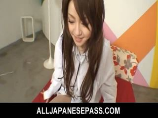 Ýapon cutie ria sakurai has her furry muff filled with gotak