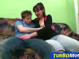 Leshator shtëpiake karin seks me një adoleshent djalë