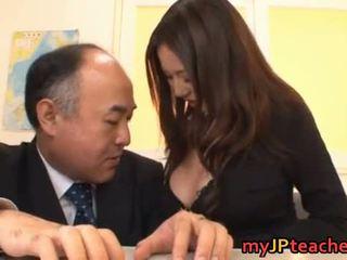 Голям бюст японки учител