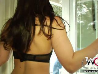 Wcpclub ছিমছাম বালিকা squirting উপর একটি বিশাল কালো বাড়া