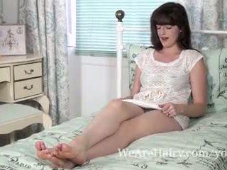 Kate anne lays sisään sänky stripping alasti
